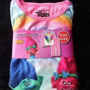 Other - Girls Trolls 2-PC Sleepwear set size 6/6x Pink